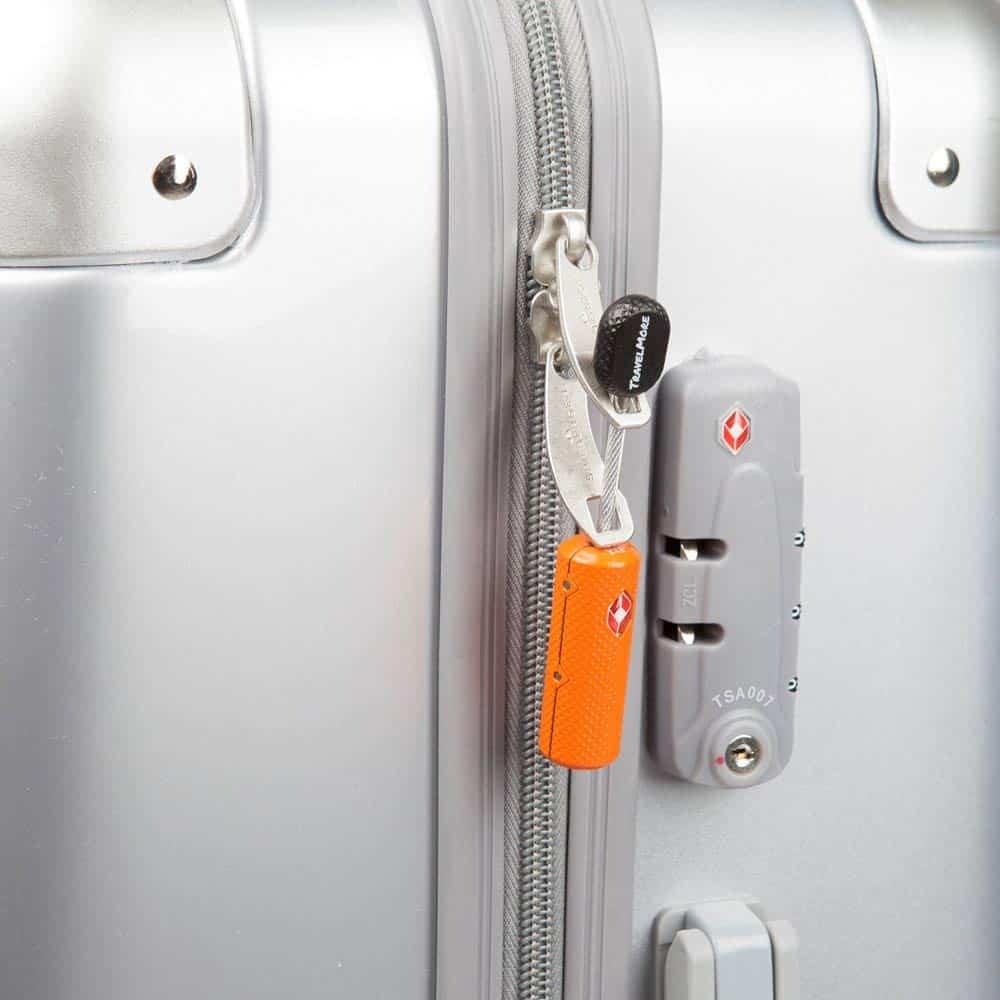 how flexible luggage lock works